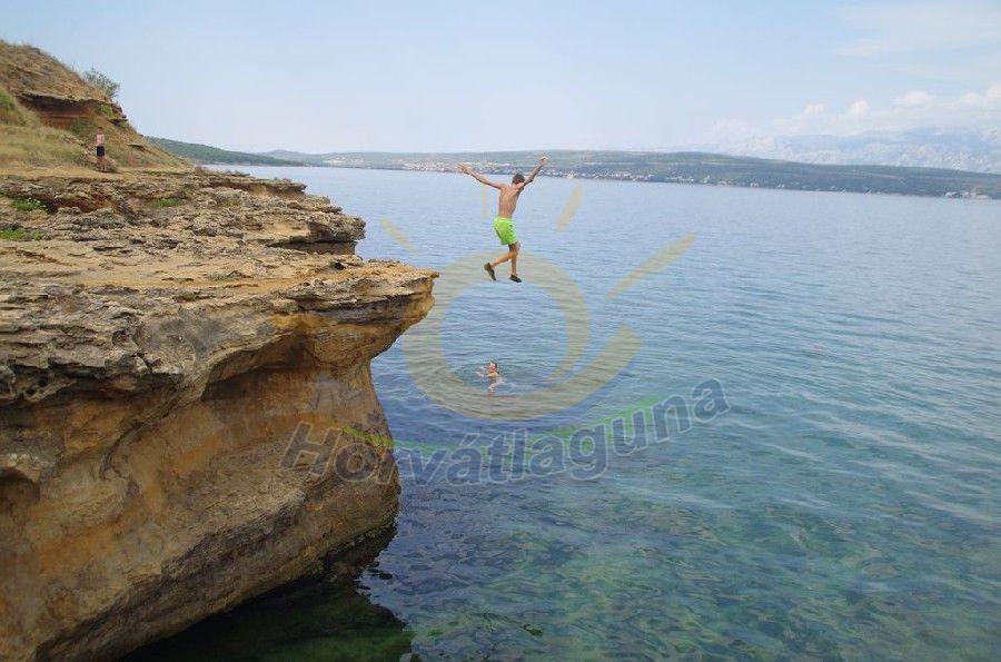 Sziklás part a Novigrádi öbölben