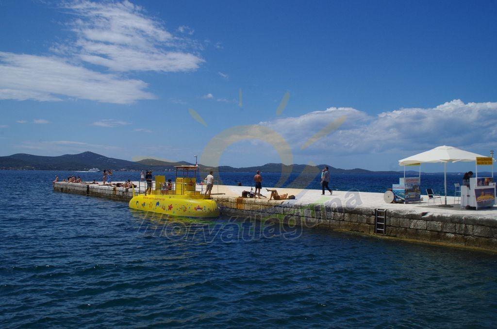 Zadarból üvegfenekű tengerjárón